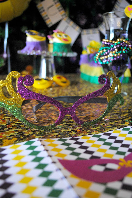 Join us for an emojinaly fun Mardi Gras party over at www.fizzyparty.com