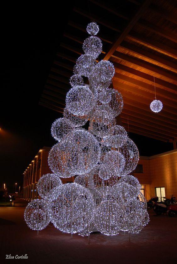 Aprende c mo hacer bolas gigantes para decorar en navidad - Bolas de navidad grandes ...