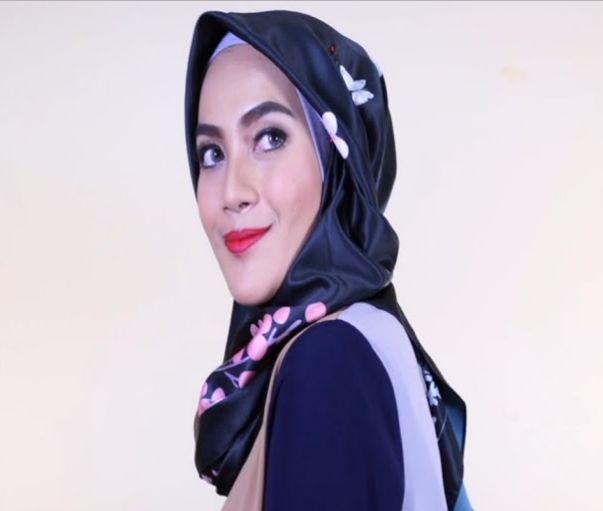 Tutorial Hijab Segi Empat Simple Satin 55 Detik! | 1000