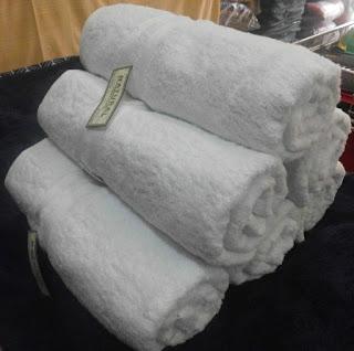 Handuk Merk Natural warna putih
