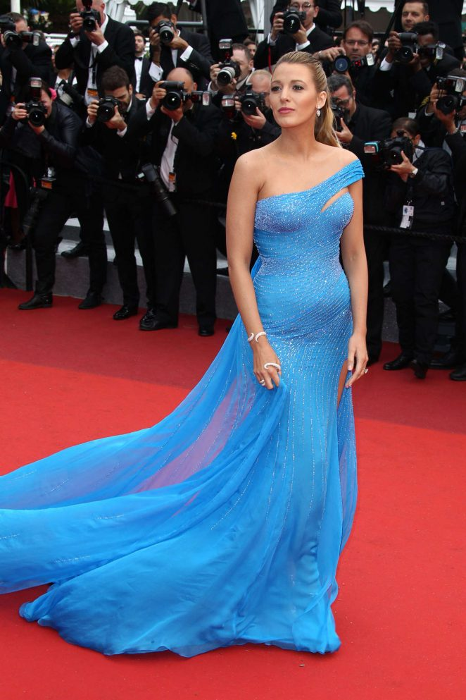 Blake Lively Flaunts Baby Bump In Sexy Versace Gown At The