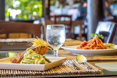 Plato en restaurante