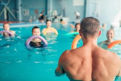 Cara Mengobati Radang Sendi dengan Olahraga Air