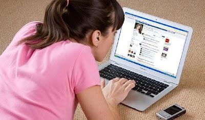 Alasan Pria Harus Block Mantan  dari Media Sosial