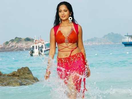 Anushka Shetty naval shows images