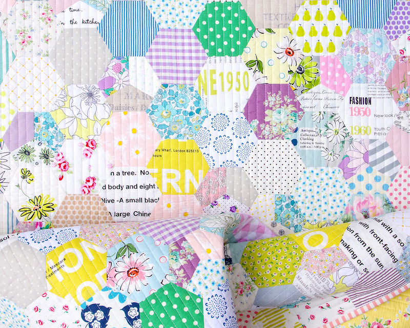 Floral Hexagon Quilt - English Paper Piecing |© Red Pepper Quilts 2017