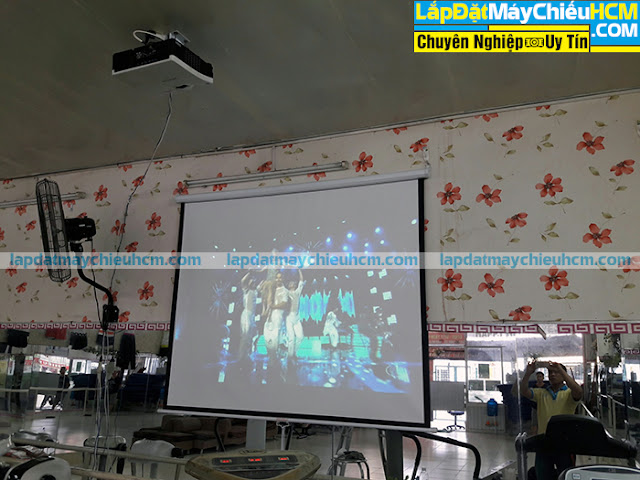 Lắp máy chiếu gần Hitachi cho phòng tập Gym tại TpHCM