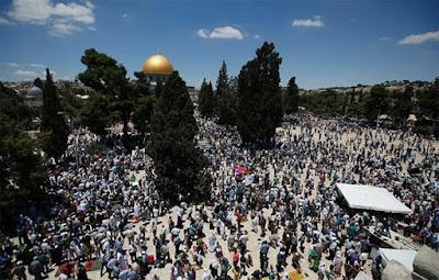 Shalat Jum'at di Al-Aqsha