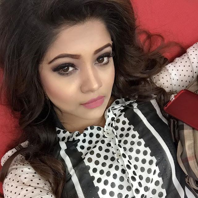 Benzir Ishrat Akhi Selfie