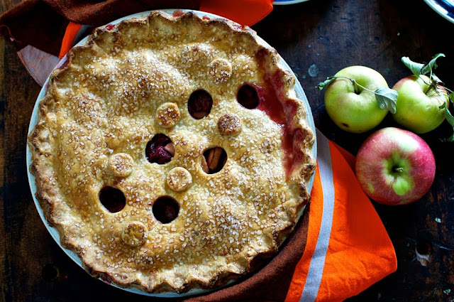 Sour Cherry Apple Pie with Cheddar Cheese Crust by Hola Jalapeño