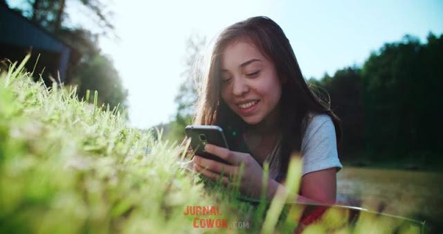 Cara Chat Dengan Gebetan Agar Tidak Bosan