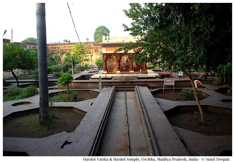 Octagonal flower beds, Ram Bagh garden, Orchha, Madhya Pradesh, India - Images by Sunil Deepak