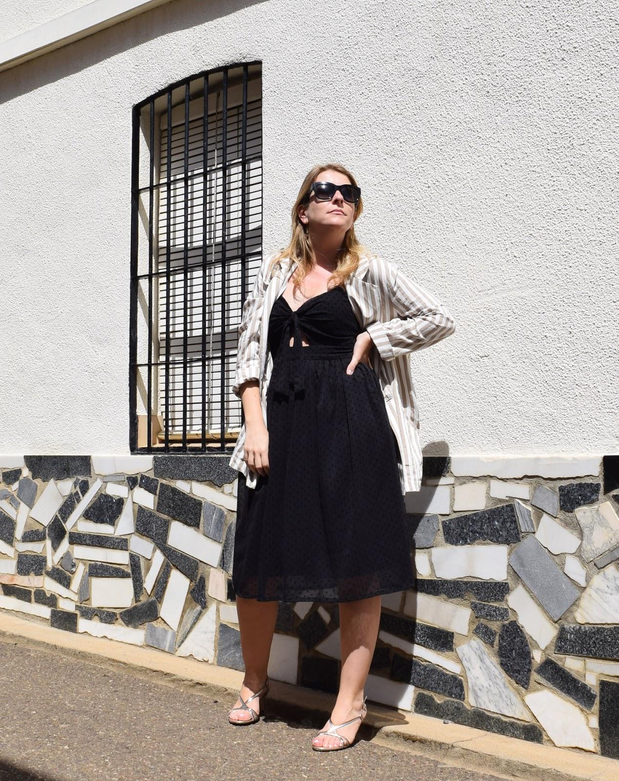 Vestido_negro_blazer_rayas