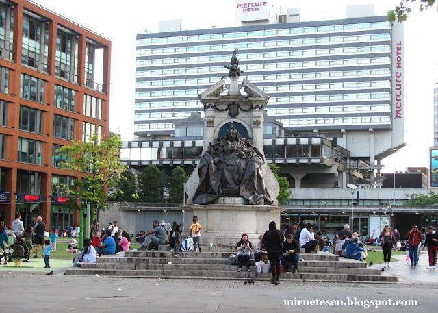 Памятник королеве Виктории в Манчестере