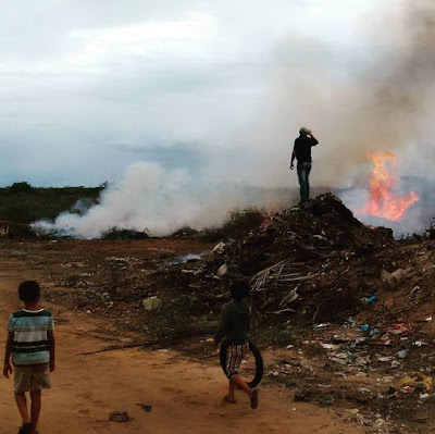 Resultado de imagem para imagem do lixão do núbia lafaiete