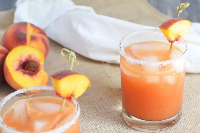 Fresh Peach Margaritas #healthydrink #margaritas