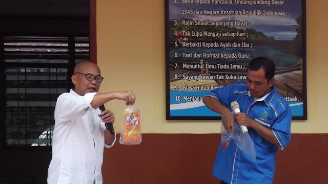 """Tim INPRASA Kenalkan """"Pohon Literasi"""" di MI Al-Fattaah Pekanbaru"""