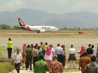 Tiga Kepala Daerah Sambut Kedatangan NAM AIR di Bandara Sultan Salahuddin Bima