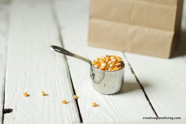 how much popcorn can you pop at once? Use a measuring cup to scoop 1/4 cup out