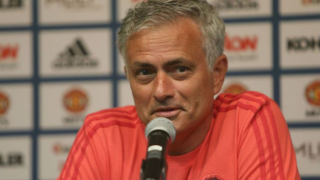 Fans Man United Patungan untuk Pecat Mourinho