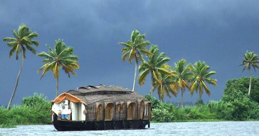 Best Time to Visit Kerala - Monsoon Munnar Holidays Packages