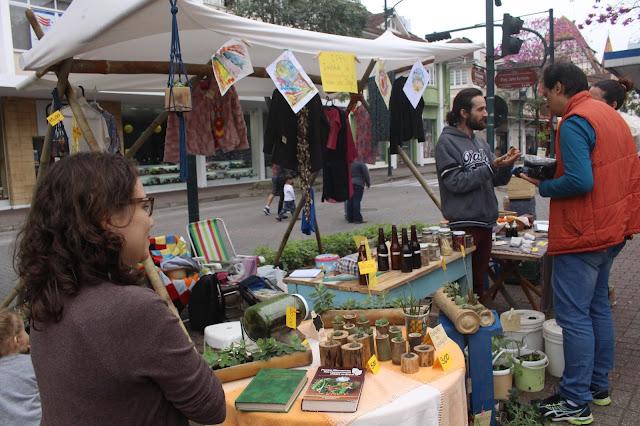 Plantas, roupas, produtos de higiene naturais e muito mais pelo Ipevi (Instituto de Permacultura do Vale do Itajaí). Fotógrafa: Eduarda Loregian.