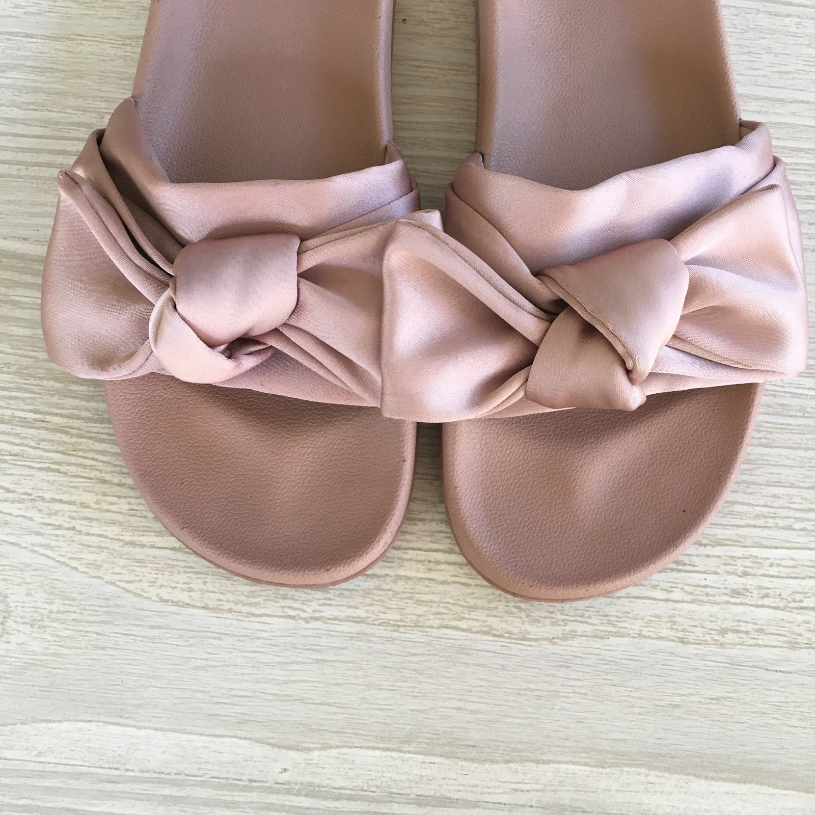 blush bow slides