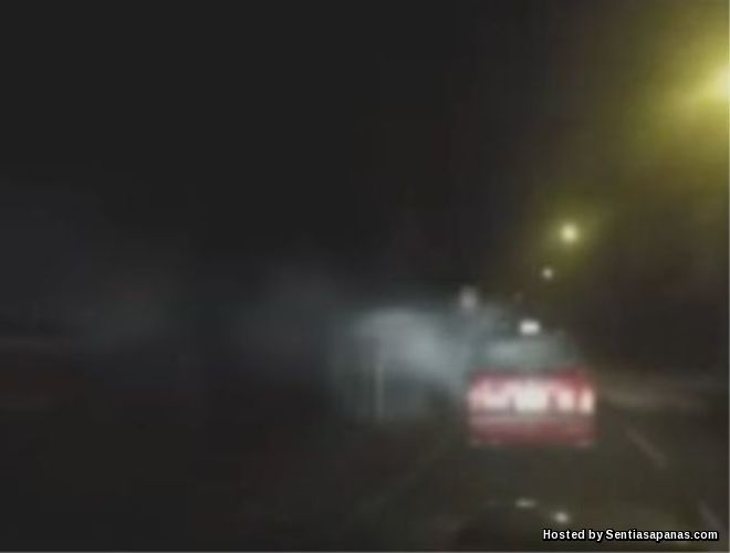 Cahaya Misteri Serang Teksi