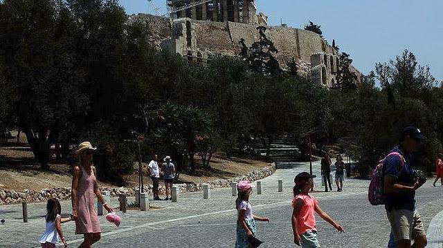 Κάντο όπως στο Ναύπλιο: Αποσύρθηκαν οι κάδοι απορριμμάτων από τη Διονυσίου Αρεοπαγίτου - Με ραντεβού η αποκομιδή