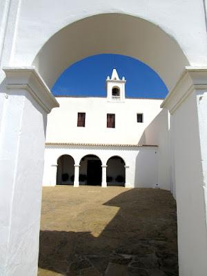 Iglesia de Sant Miquel en Ibiza. Iglesias blancas de Ibiza