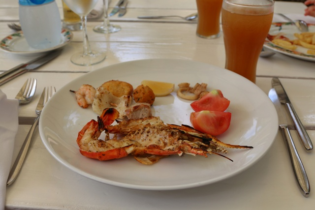 Almuerzo a base de frutos del mar en Ile des Deux Cocos