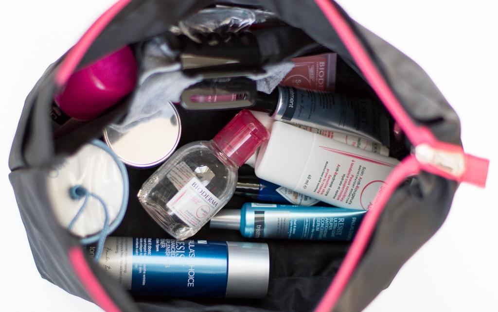 Pflegeprodukte für die London Reise in Kosmetiktasche