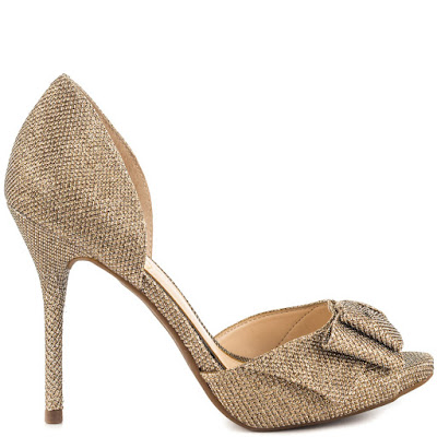 como combinar zapatos dorados planos