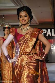 actress celebrity anushka in beautiful designer latest silk saree