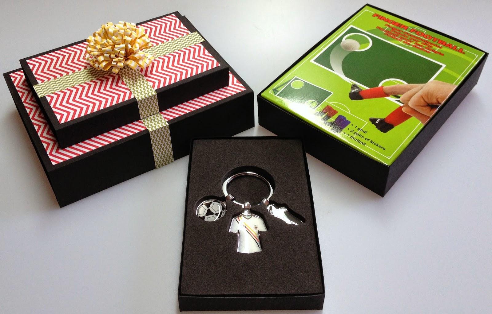 kreativstudio annett fu ball geschenk f r peter. Black Bedroom Furniture Sets. Home Design Ideas