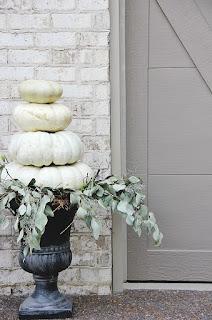 https://3.bp.blogspot.com/-4BWircVkOHY/W4yTqT2OV_I/AAAAAAAAW5I/0rziWsXtT6UV8uRz9h4aetBZUktKcau-gCLcBGAs/s320/pumpkin-display-outdoor.jpg