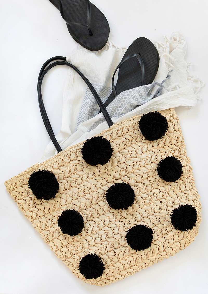modern pom pom straw bag tutorial