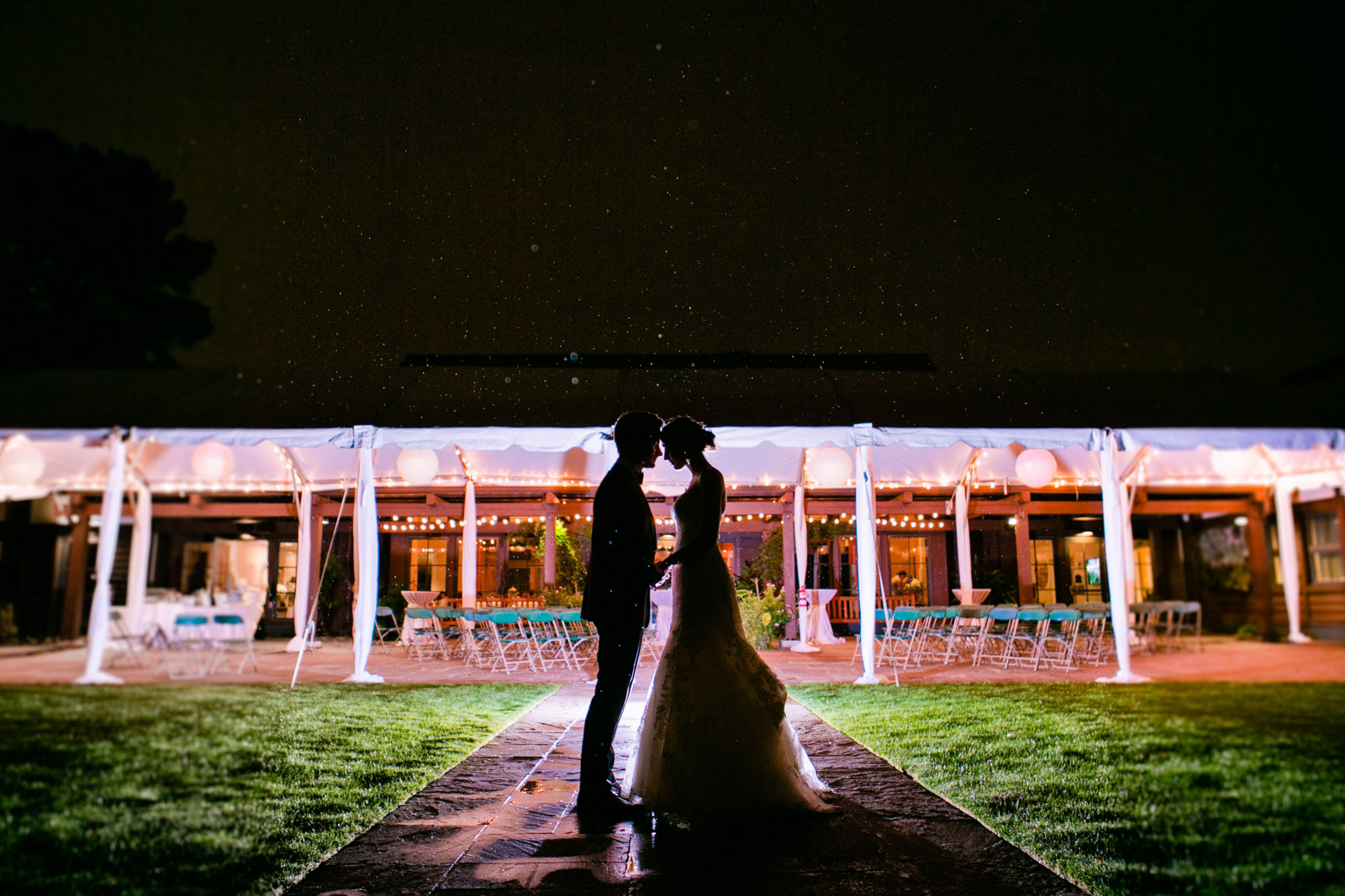 bride and groom at night, bride and groom wedding photography, night bride and groom portraits, rainy day wedding photography