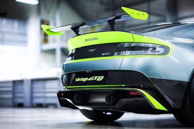 Kereta Sport Aston Martin GT8 - Tampak Belakang