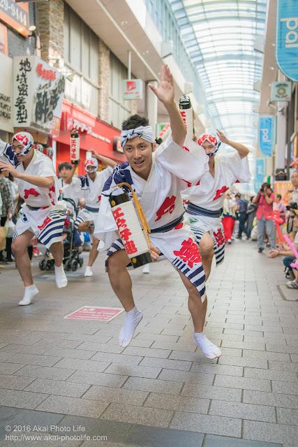江戸っ子連、粋な男踊りの踊り手による高円寺パル商店街、流し踊り 4