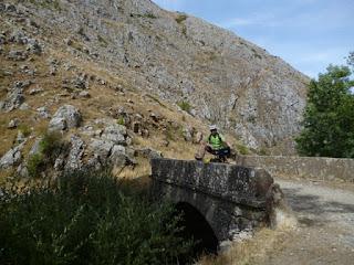 Puente sobre el río Pereda