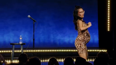 comedy special - Ali Wong: Hard Knock Wife - Ali Wong dances after the show