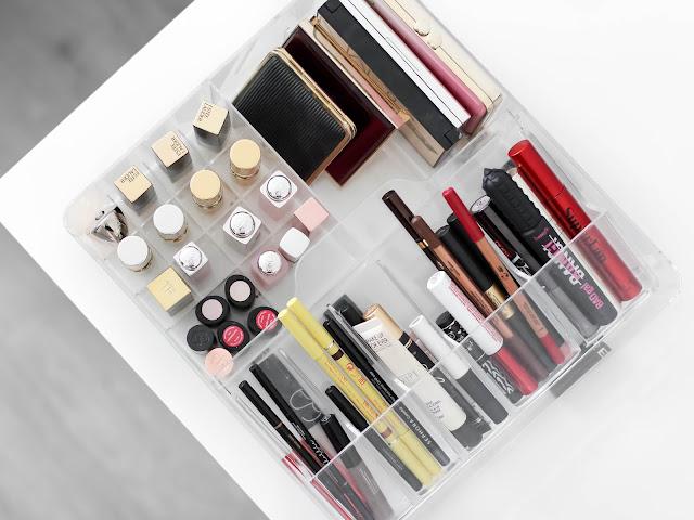 organizace šuplíků s kosmetikou