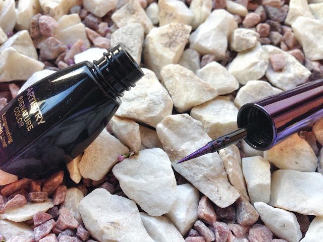ARTISTRY SIGNATURE COLOR™ Стойкая жидкая подводка для глаз в оттенке Purple