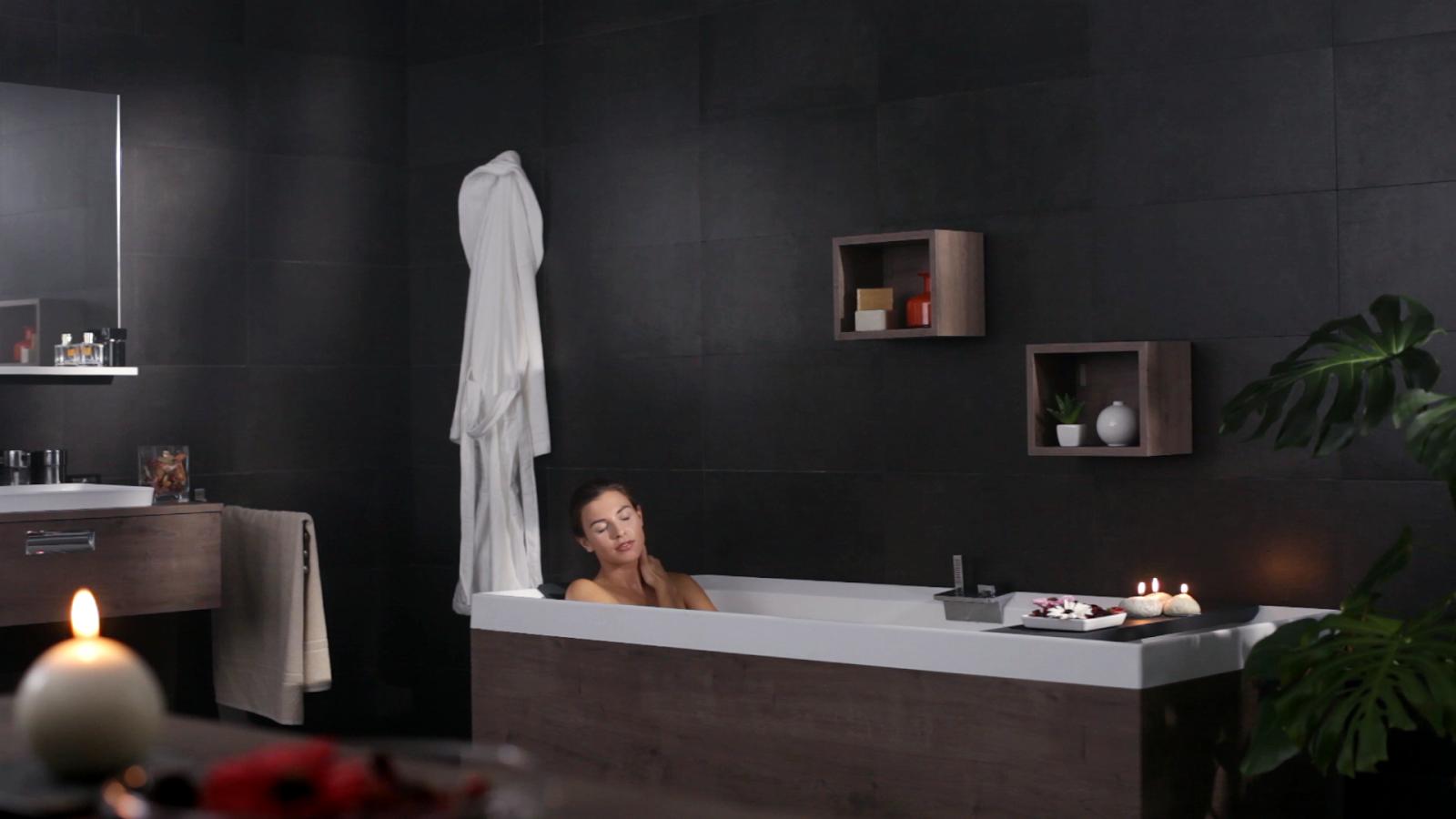 Regardsetmaisons d tente l 39 heure du bain for Bains manpreet s md