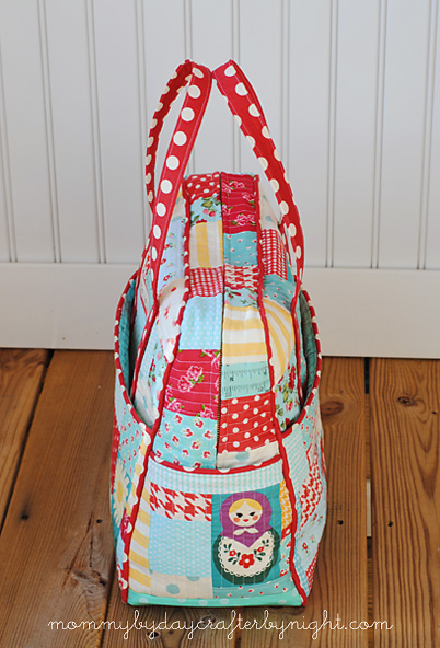 4ce693836 For the lining, I used Moda Made with Love Measuring Tape in Aqua Canvas.