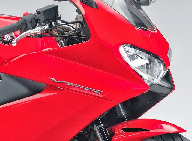 Honda VFR 800F 2014 - Mesin Atlit Bergaya Honda
