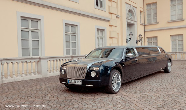 Phantom Limousine mieten in Hamburg,  Hannover, Bielefeld. Limousinenservice von Super Limos.