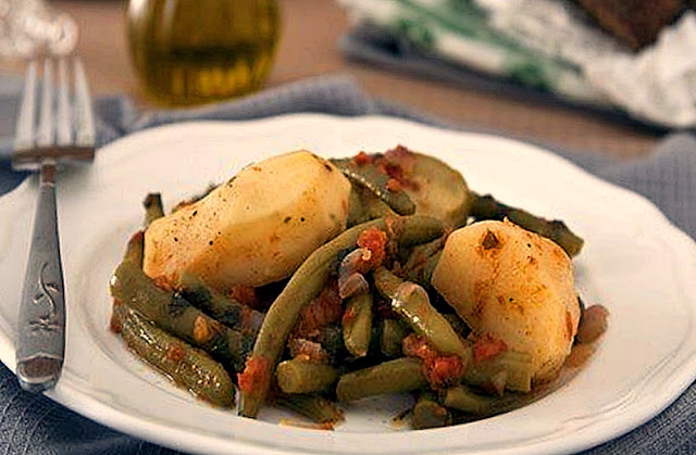 Fasolakia ladera with zucchini and potatoes