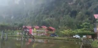 Sedang berwisata di Lembah Harau? Nginap di sini aja